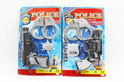 Полицейский набор 2 вида, пистолет, значок, наручники, на планш. 29*19см /168-2/